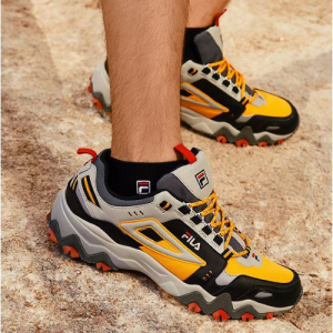 【Urban Outfitters】精选 FILA 老爹鞋、卫衣等热卖