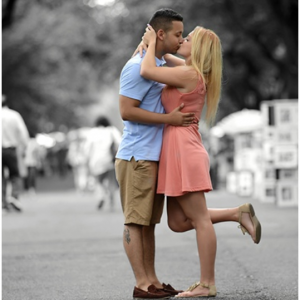 Groupon - 紐約情侶街拍訂婚生活照低至1.9折,60分鍾全服務僅需$137(原價$730)