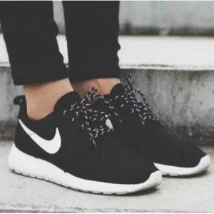 【Nike】Roshe One 女款运动鞋 码全