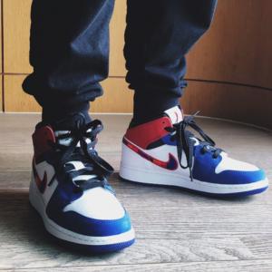 ShopWSS官网 乔丹 Air Jordan 1 Mid 大童款篮球鞋 白蓝红 彩钩热卖