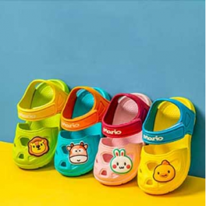Comwarm Summer Closed Toe Sandals Anti-Slip Lightweight Beach Clog Shoes for Kids @ Amazon
