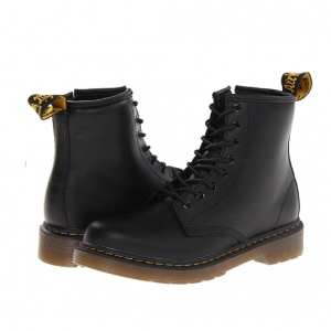 Zappos官網 Dr. Martens Collection 1460 大童款馬丁靴熱賣
