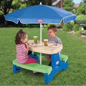 Little Tikes 儿童可折叠桌椅,带遮阳伞 @ Walmart