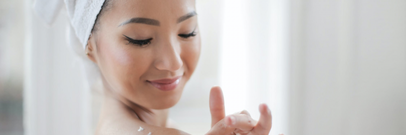9 Best Body Lotions & Moisturizers with AHA Glycolic Acid for Glowing Skin in Fall-Winter